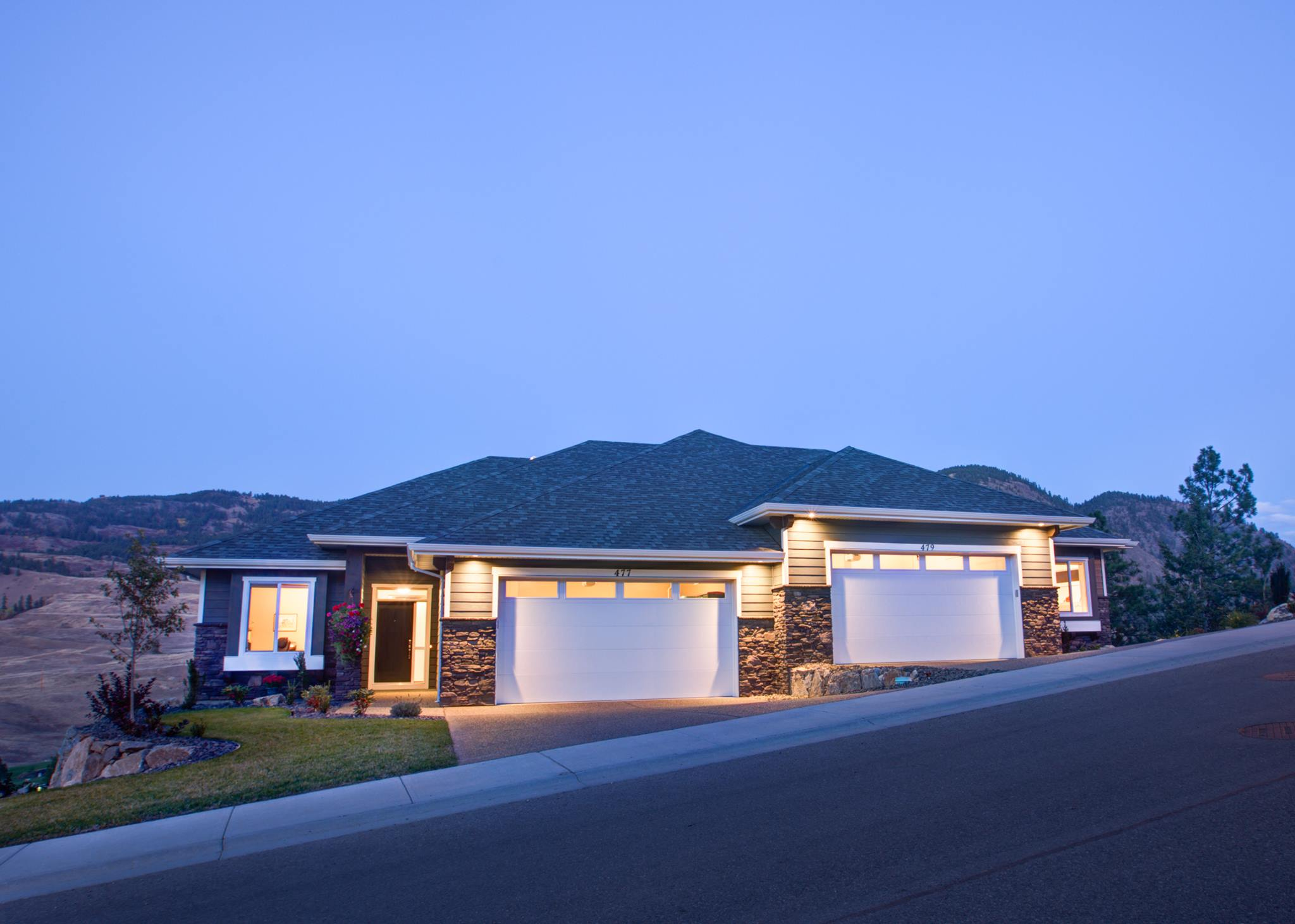 Newly Built Home on Hill - Double Car Garage